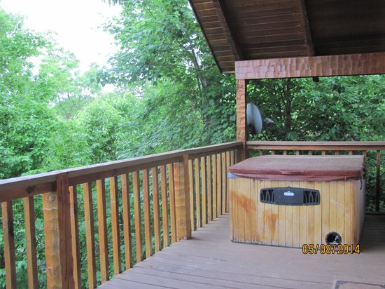 Smoky Mountain Lodging: the hot tub