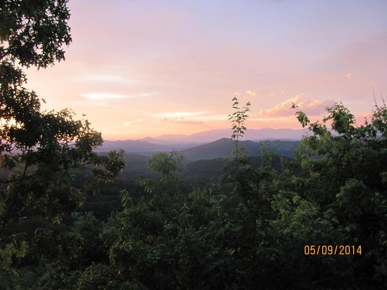 Smoky Mountain Lodging : sunrise over smokies