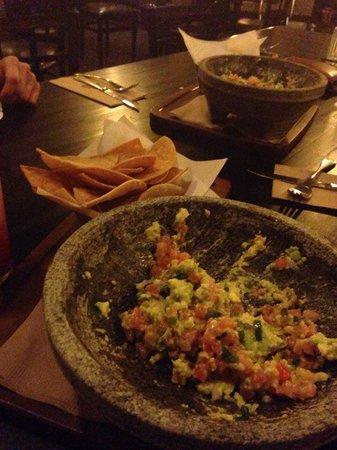 Earl's Restaurant: Avocado salsa