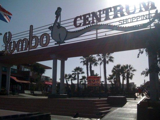 Apartamentos Jardín del Sol: Yumbo shopping centre and nightlife
