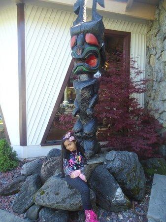 The Tiki Resort: Princess Bella by teh Totem Pole in front of Tiki Resort