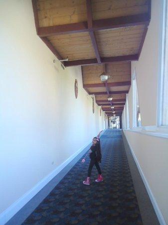 The Tiki Resort: Long walk from lobby