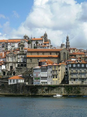 Rio Douro: River, city central