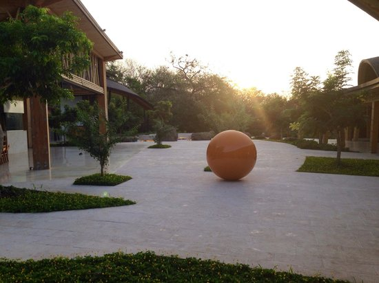 Andaz Peninsula Papagayo Resort: Artwork on the property