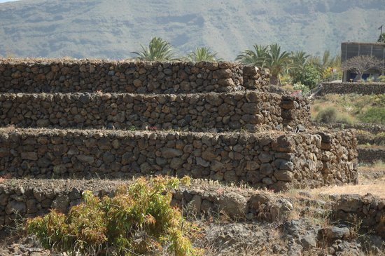 Piramides de Guimar: similar to South American Pyramids