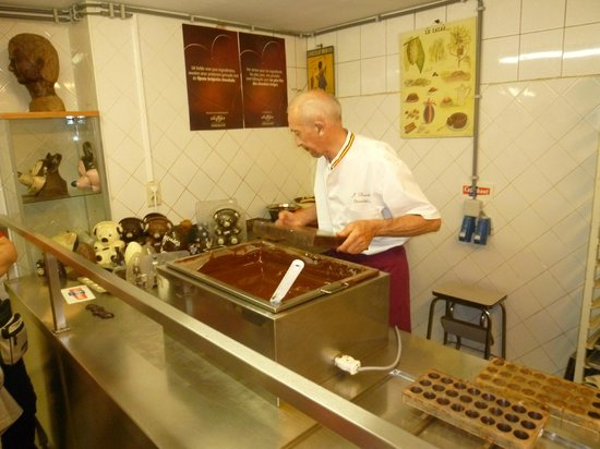 Museum of Cocoa and Chocolate (Musee du Cacao et du Chocolat) : man made chocolate