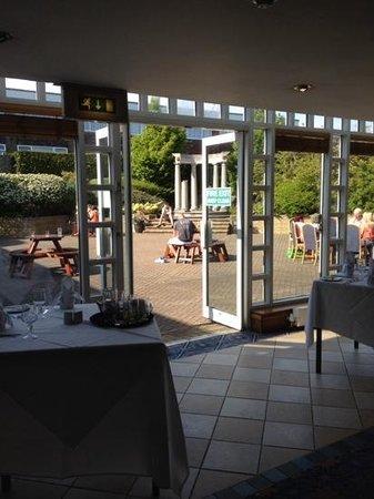Cedar Court Hotel Huddersfield/Halifax: beautiful out door area
