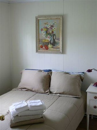 Macdale B&B : Audrey's Room-double with shared bathroom.