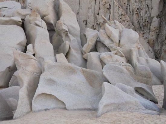 Solmar Resort: rock formations on the beach
