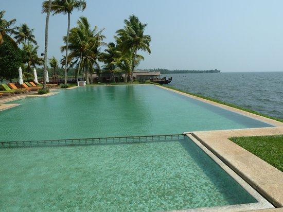 Kumarakom Lake Resort: Infinite pool