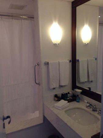 Punta Del Este Resort & Spa: Banheiro adequado, ótima ducha