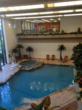 Hilton DFW Lakes Executive Conference Center: Indoor pool & gym upstairs