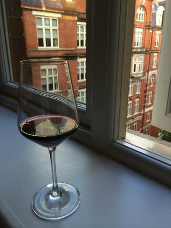 St. Ermin's Hotel, Autograph Collection: having a glass of wine in our room