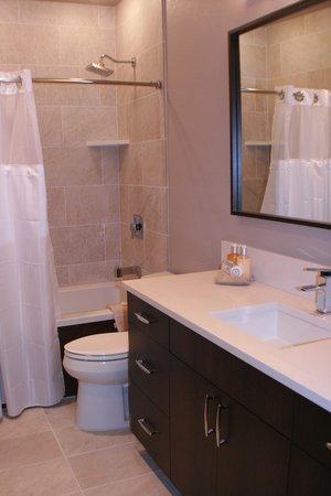 Sun Vail: Bathroom