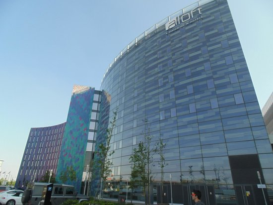 Aloft London Excel: View of hotel