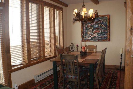 Sun Vail: Dining area