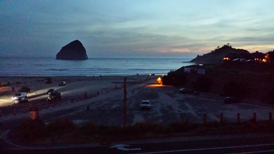 Inn At Cape Kiwanda : Sunset at Pacific City