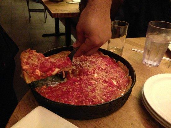 Lou Malnati's Pizzeria: Chicago Pizza