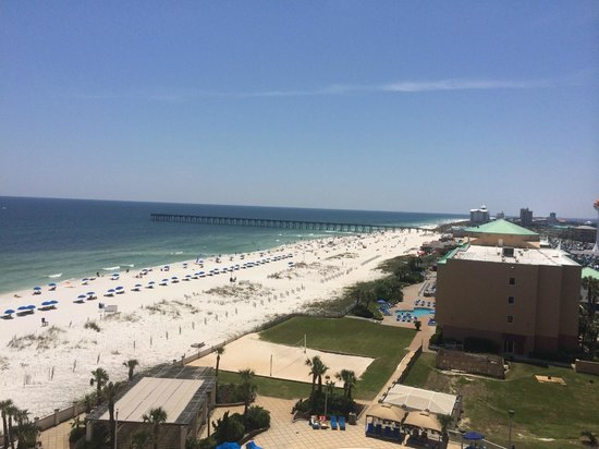 Hilton Pensacola Beach: 7th floor suite view of the beach