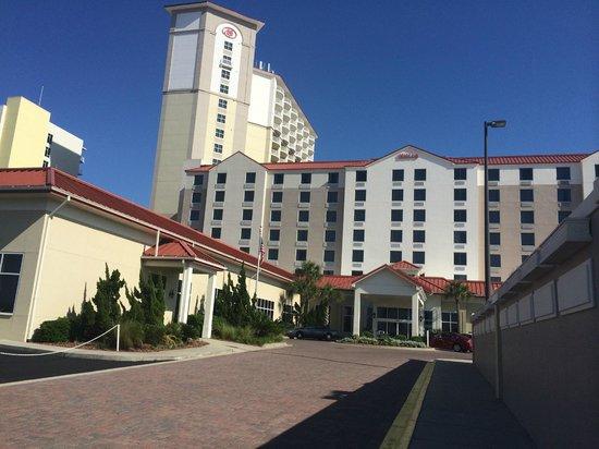 Hilton Pensacola Beach: Front of hotel