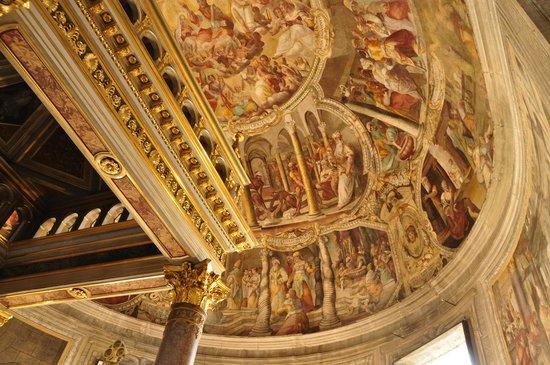 San Pietro in Vincoli: Frescos en el techo del altar