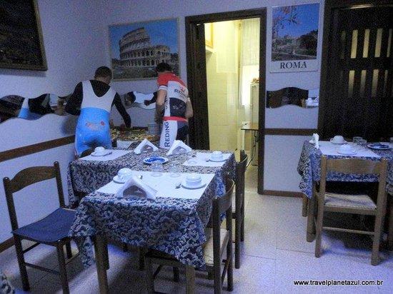 Hotel Marechiaro: Ciclistas franceses