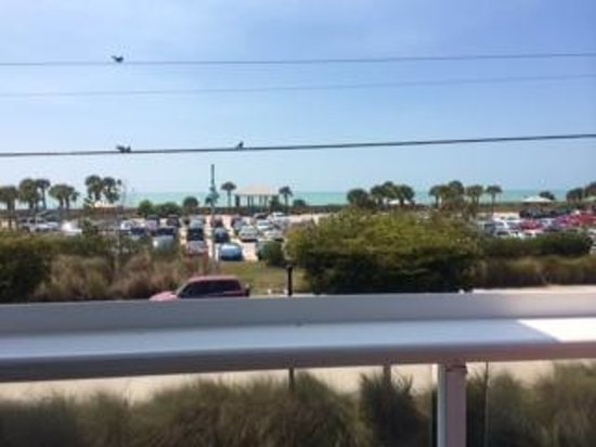 Gulf View Grill: View from the outside restaurant seating