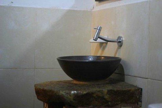 La Posada de Cuispes: bonito baño en piedra