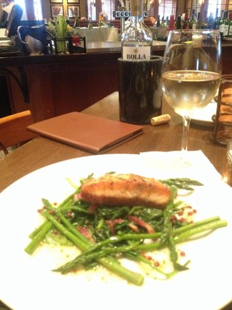Doolittles Woodfire Grill: Grilled Salmon
