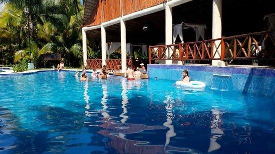 Sensimar Seaside Suites & Spa: Our favorite pool