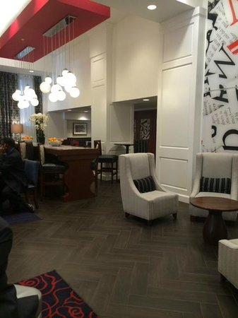 Hampton Inn Washington, D.C./White House: Area do cafe da manha - moderno no e limpo