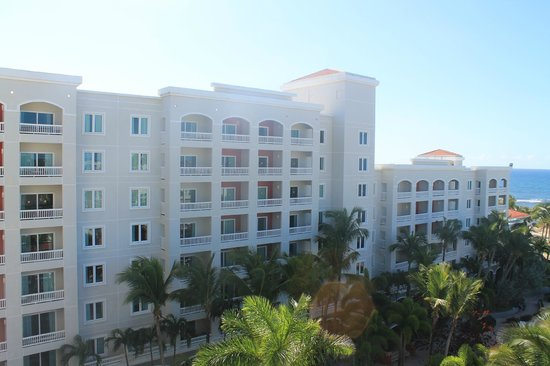 Embassy Suites by Hilton Dorado del Mar Beach Resort : View from the balcony to the rest of the property