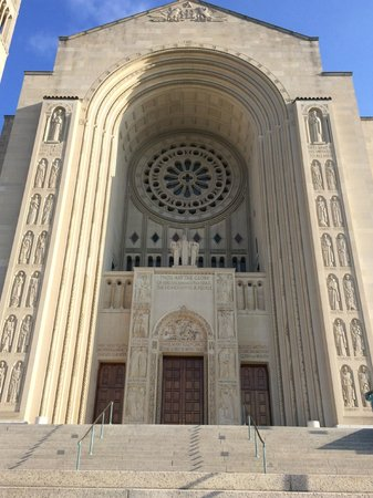 Basilica of the National Shrine of the Immaculate Conception: Entrada principal