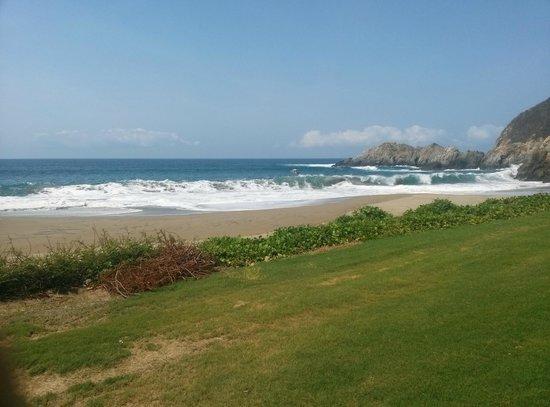 Grand Isla Navidad Resort: playa desde el campo de golf