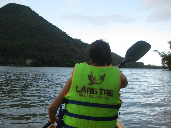 Vietnam Active - Adventure Company and Dive Center : Kin kayaking on the Cai River