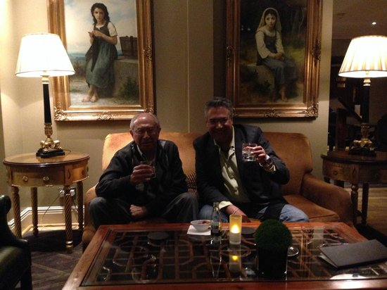 Radisson Blu Edwardian Vanderbilt : At the bar enjoying a welcome single malt scotch.