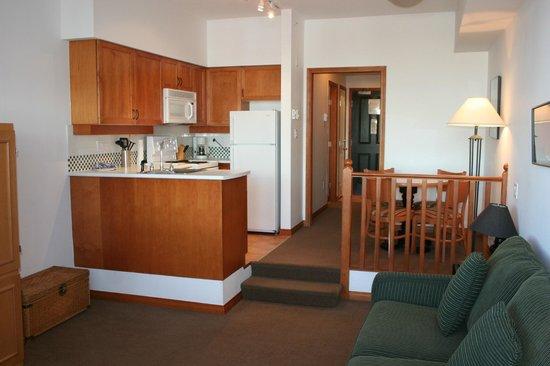 Alpenglow Lodge: Full Kitchen in Family Studio