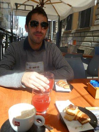 Fenicia: Bar en donde se toma el desayuno (agradable)