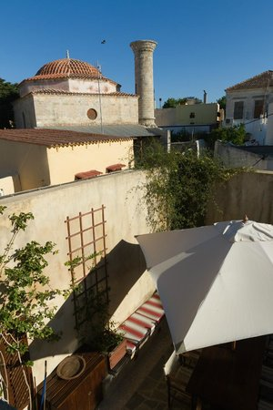 Zacosta Villa Hotel: View of old mosque from Zacosta