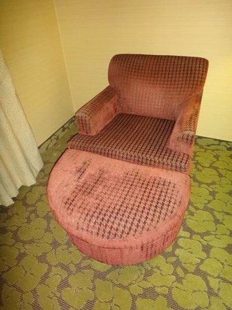 Hilton Garden Inn Valencia Six Flags: The Beat Up Chair