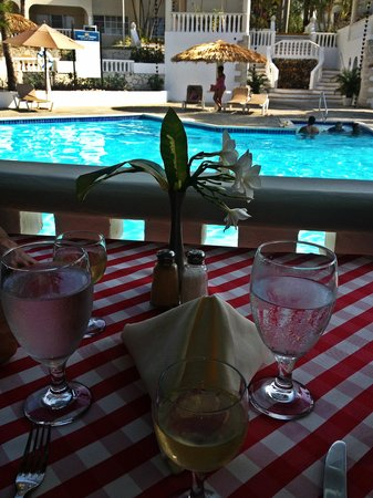 The Tropical at Lifestyle Holidays Vacation Resort : Lunch at the Italian Restaurant