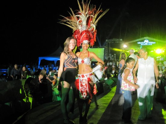 The Tropical at Lifestyle Holidays Vacation Resort : Welcome Party Dancer