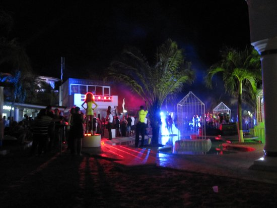 The Tropical at Lifestyle Holidays Vacation Resort : Thursday Night Party