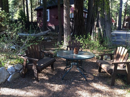 Tahoma Meadows B&B Cottages: Picnic area
