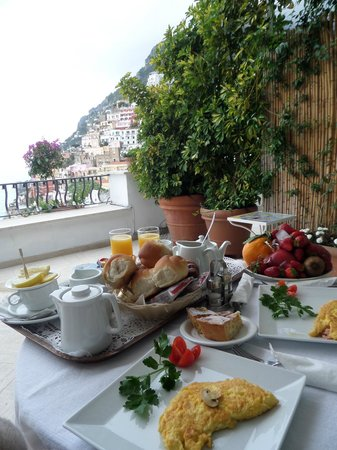 Villa Rosa : Breakfast with a view!