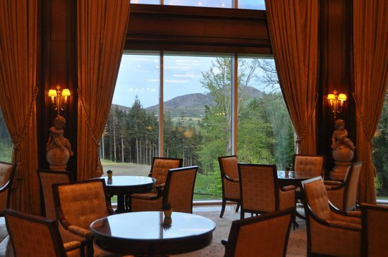 Powerscourt Hotel, Autograph Collection : Sitting area and dining with a view from the lobby