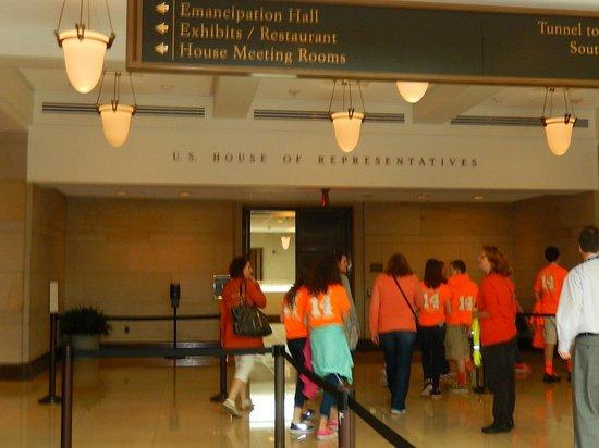 U.S. Capitol: School kids waiting in line