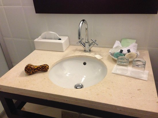 Floris Suite Hotel - Spa & Beach Club: Sink