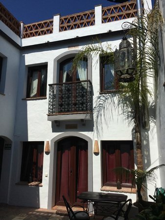 Dar Cilla: Room balcony from interior courtyard