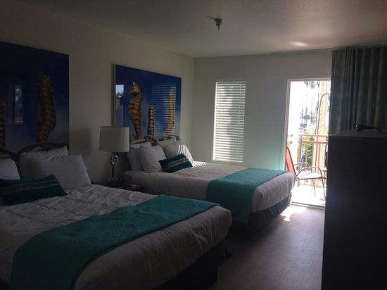 Carousel Beach Inn: Our room.